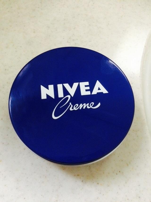 ニベア(NIVEA)の青缶